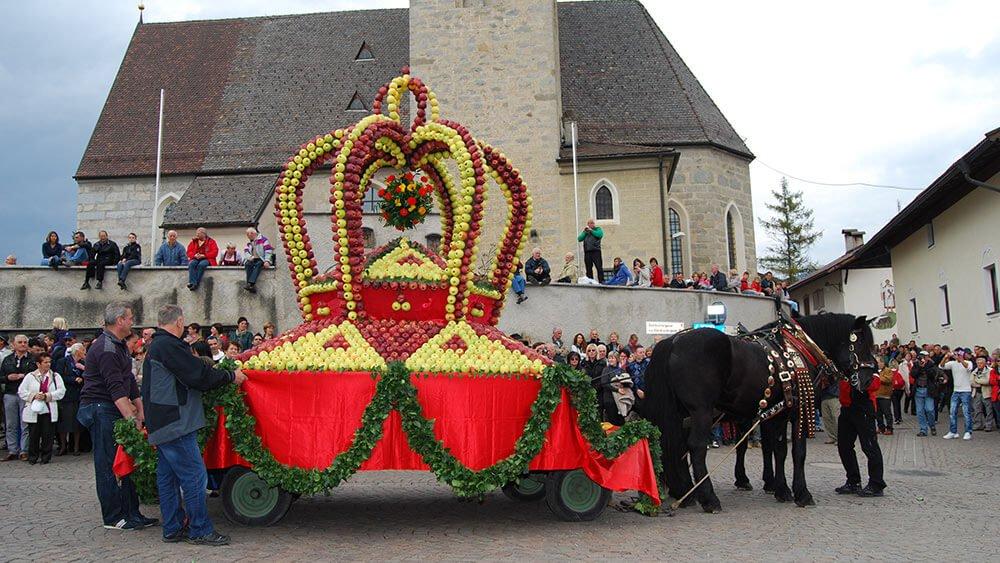 Feierlicher Höhepunkt im Herbst: Das Apfelfest in Natz/Schabs