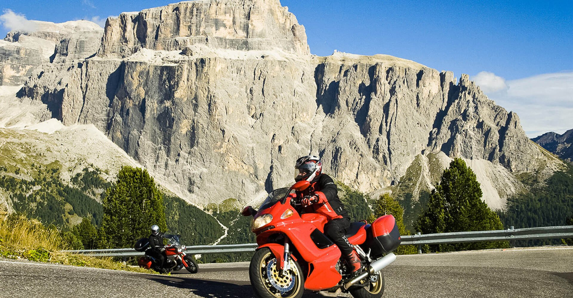 Motorrad Hotel Südtirol: Unbegrenzter Kurvenspaß in den Dolomiten